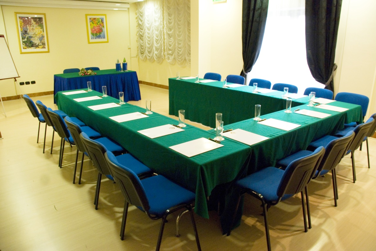 sala_meeting_hotel_palace_pomezia